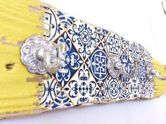 Driftwood Moroccan Style Decor Holder, with aged brass hooks
