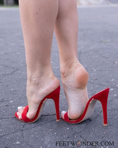 Feet Soles, Women's Feet, Sexy Legs And Heels, Sexy High Heels, Sexy Sandals, Strappy Heels, Barefoot Girls, Beautiful Toes, Sexy Toes