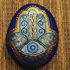 #rocks #paintedrocks #rockpainting #paintrocks #dotsnrocks # Mandala Painting, Pebble Painting, Love Painting, Pebble Art, Hamsa Art, Point Paint, Hand Painted Rocks, Painted Stones, Painted Pebbles