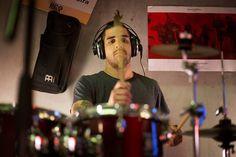 """#POP #FOLK #MUSICA #CROWDFUNDING - Luis Miguel Devesa del PezPsiquiatra. Grabación del primer disco del PezPsiquiatra, """"La Gravedad del Asunto"""". Once temas propios de estilo caliu-pop-folk grabados como se merecen. Crowdfunding Verkami: http://www.verkami.com/projects/11443-primer-disco-de-el-pezpsiquiatra"""