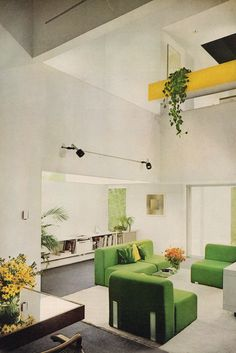Retrospace: The Vintage Home House & Garden (November Vintage Interior Design, Vintage Interiors, Interior Design Inspiration, Home Interior Design, 1970s Decor, Retro Room, Green Furniture, Furniture Design, Living Room Interior