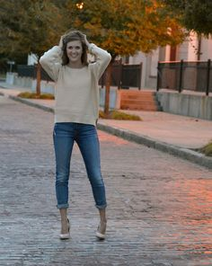 Cream crop sweater paired with boyfriend jeans and vanilla chunky heels. Simple but fabulous fall and winter fashion – Studio 3:19