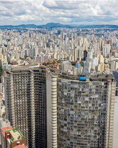 """A onda do Copan e """"um Mar"""" de prédios . .  @soudroneiro . Central America, South America, Paulistano, Surrealism Photography, Tourist Places, Urban City, San Francisco Skyline, Cool Pictures, City Photo"""