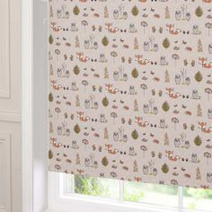 Decorate your windows by giving it a colourful and cute touch with this twist safe woodland animal roller blind, featuring blackout lining.