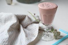 Jag börjar känna mig som en smoothiedrottning. Denna jordgubb och chokladsmoothie är hur som helst väldigt smarrig och enkel att göra. Smoothies, Lchf, Cocoa, Strawberry, Pudding, Yoghurt, Tableware, Desserts, Drinks