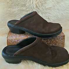Brown shoes Very good conditions. Looking good with jeans. Perfect for stay all day in feet ...Very comfortable.  ...Brown  ... Look  and feel like suede  ...Cute big buckle . ... Heels height 3 inches ... All man made material ...Size 10 M Shoes Mules & Clogs