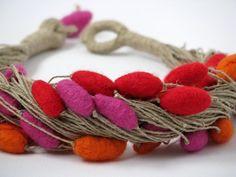 Sentí colorida collar lino única con fieltro abalorios joyas Merino hecha a mano…