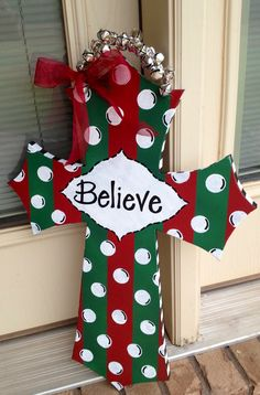 DIY painted Christmas cross door hanger @Lydia Squire Moran These would sell like crazy!!!!!