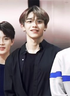 Read 🌹NCT U🌹 from the story NCT Reacciones by Crookedsunsetglow (🥀Crooked🌙) with reads. NCT U conociendo a los miembros de Way V. Nct 127, Lucas Nct, Taeyong, Jaehyun, Kpop, Types Of Boyfriends, Nct Life, Idole, Fandom