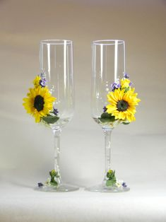 Wedding Champagne Glasses with Sunflowers and Lavander, Rustic Toasting Flutes, bride and groom, Wedding supplies, Personalized wedding gift - Wedding champagne glasses - Unique Wedding Gifts, Personalized Wedding Gifts, Rustic Wedding, Wedding Ideas, Gift Wedding, Wedding Poses, Wedding Pictures, Wedding Bride, Wedding Details