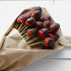 Chocolate Dipped Strawberry Bouquet... Such a creative and lovely idea for Valentine's day!!