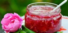 Sitenizhazir Gilded Rose Tea A Classic Recipe For Jam From Petals Of Roses Jam Recipes, Healthy Recipes, Rose Tea, Turkish Recipes, Beautiful Cakes, Bon Appetit, Raspberry, Food And Drink, Sweets