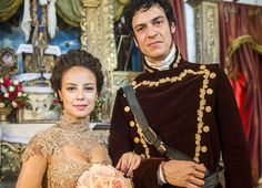 Figurinista revela os segredos do vestido de noiva dourado de Joaquina