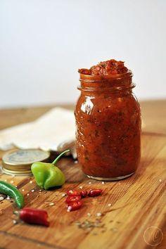 Diese Sauce ist ein tolles Mitbringsel zu jeder Grillfeier! Sie passt eigentlich überall dazu, ist einfach herzustellen und außerdem hält sie sich einige Zeit im Kühlschrank und kann eingefroren we…