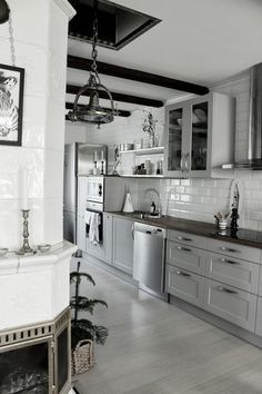 Kitchen in elegant soft greys. Interior Design Videos, Grey Interior Design, Apartment Interior, Kitchen Interior, Kitchen Decor, Kitchen Sets, New Kitchen, Pantry Design, Kitchen Design