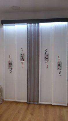 paneles japoneses, con sistema luz led en galeria de madera.