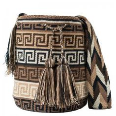 comprar bolso wayuu en madrid, wayuu, croche, bolsos hecho a mano, producto… Supernatural Sty Tapestry Crochet Patterns, Crochet Stitches Patterns, Crochet Designs, Wiggly Crochet, Knit Crochet, Crochet Handbags, Crochet Purses, Handmade Handbags, Handmade Bags