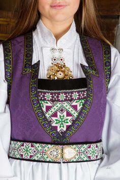 Bunad og Stakkastovo AS Beautiful Norway, Tribal Dress, Wedding Costumes, Folk Costume, Festival Wear, Traditional Dresses, Dance Wear, Scandinavian, Textiles