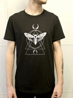 *Basic black t-shirt with manual serigraphie.  * Self design.  *Size man- M  *Unisex product  * 100% Cotton