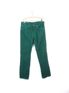 vintage 70s/80s Levis corduroy pants - in a great dark green - hell yes! they are high waisted with straight legs. These rock! ✂M e a s u r e m e n t s - please double bust, waist and hips waist: 18 | hips: 21 | rise: 10.5 | length: 42 label size: W34 32L brand: Levis condition:
