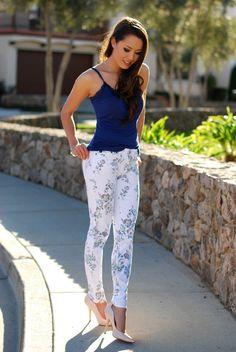 clothing ideas fashion Best Combination Ideas about Floral Pants: Casual-chic Floral Pants Outfit, Floral Outfits, Jessica Ricks, Wrap Dress Short, Girl Fashion, Fashion Outfits, Fashion Beauty, Floral Denim, Madame