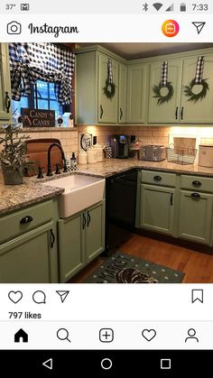 Great Free of Charge Primitive Kitchen cabinets Concepts Place in addition to antique design is actually popular appropriate now. No matter whether yourr home is with the suburb Green Kitchen Cabinets, Farmhouse Cabinets, Farmhouse Kitchen Decor, Kitchen Redo, New Kitchen, Kitchen Remodel, Kitchen Design, Primitive Kitchen Cabinets, Green Country Kitchen