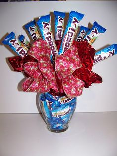 Ideas For Flowers Bouquet Gift Birthday Candy Bars Candy Boquets, Candy Bar Bouquet, Gift Bouquet, Liquor Bouquet, Valentines Gift For Hubby, Valentine Gifts, Valentine Ideas, Christmas Gifts, Candy Arrangements
