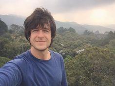 Esta tarde no quiero hacer nada más que sentarme y disfrutar el paisaje...  Enamorado de los bosques de Antioquia! Y en ellos mi árbol favorito: El Yarumo plateado! #pendientes Mañana subo un nuevo vídeo de Asia al canal: http://ift.tt/1kWIj3r by danieltirado