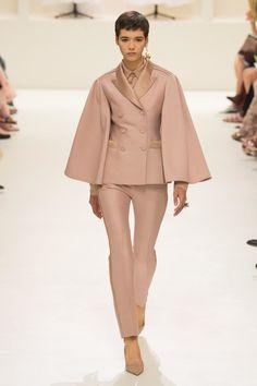 51adcba3a5a9 Christian Dior Haute Couture Automne-Hiver 2018 - Défilés. Vestes Haute  CoutureStylismeVeste Tailleur FemmeTop ModeCroquis ...