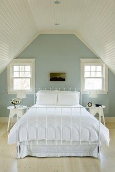 same shape as the upstairs river bedrooms. love the accent color wall!