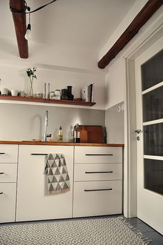 white kitchen retro http://enelavie.blogspot.cz/search?updated-max=2015-03-16T22:58:00+01:00