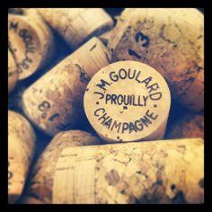 Avant bouchage, le #bouchon de #champagne n'a pas la forme que vous lui connaissez! #Repost from @champagnejmg with @repostapp --- Bouchon au bouchage!!! #Champagne #igersreims #france #repos #bulle #mpdua #ma_champagne #AOC #reimsbulle #Reims #tasting #patience #effervescence #keepcalm #momentpaisible #wine #wineaddicts #winelover #vinification #cork #bouchon #liege