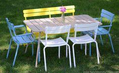 #Jardin avec ensemble #Luxembourg #Fermob Outdoor Seating, Outdoor Dining, Outdoor Chairs, Outdoor Decor, Industrial Outdoor Furniture, Outdoor Furniture Sets, Table Furniture, Garden Furniture, Outdoor Restaurant