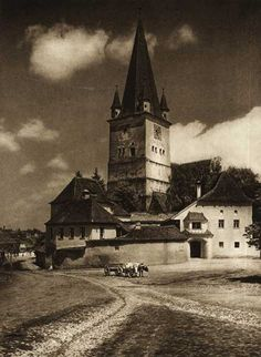 Romania (Cisnadie) - old photos - by Kurt Hielscher Historical Architecture, Vintage Photographs, Cabana, Old Photos, The Past, Building, Places, Pictures, Photography