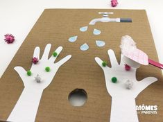 DIY Chasser les virus en s'amusant - Momes.net Five Senses Preschool, Diy Birthday Gifts For Dad, Hand Washing Poster, Art For Kids, Crafts For Kids, Virus, Creative Arts And Crafts, Hand Hygiene, Fun Activities For Kids