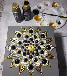 1 million+ Stunning Free Images to Use Anywhere Mandala Painted Rocks, Mandala Rocks, Mandala Artwork, Mandala Painting, Dot Art Painting, Stone Painting, Mandala Pattern, Mandala Design, Mandela Art