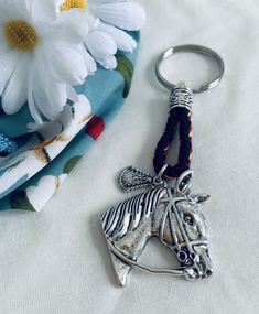 Pulsera Virgen del Rocío. Hecho a mano. Materiales: acero. 3,99€ #virgendelrocio #souvenirs #llavero #llaveros #regalos #españa Personalized Items, Steel, Blue Nails, Presents, Hand Made, Bangle Bracelets
