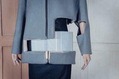 Charlotte Ham – Void Collection. Textile et structure en bois. Les créations de la designer britannique Charlotte Ham associent mode et architecture. Illustrant les notions du plein et du vid…