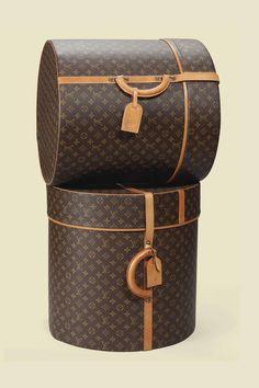 Louis Vuitton hat boxes in Monogram Canvas Pochette Louis Vuitton, Louis Vuitton Hat, Vuitton Bag, Louis Vuitton Handbags, Louis Vuitton Vintage, Louis Vuitton Online, Hat Boxes, Vintage Luggage, Mode Style