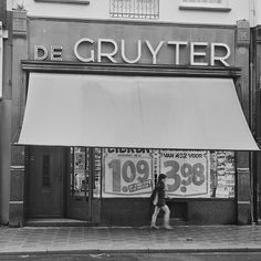 De Gruyter , Utrechtsestraat, Amsterdam, exterieur 30 september 1970  Rob C. Croes / Anefo - Nationaal Archief Sweet Memories, Childhood Memories, Memory Motel, Amsterdam, Family Roots, Lovers And Friends, Utrecht, 98, Old Pictures
