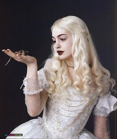 Anne Hathaway was damn cute in the movie Get Smart, but now she looks kind of creepy as the White Queen in the upcoming Alice in Wonderland movie directed by Tim Burton: Anne Hathaway, Anne Jacqueline Hathaway, Colleen Atwood, Tim Burton, White Queen Costume, Queen Alice, Disney Princess Movies, Disney Movies, Disney Art