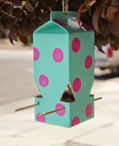 diy anleitung vogelhaus aus tetra pack bauen via zuk nftige projekte pinterest. Black Bedroom Furniture Sets. Home Design Ideas
