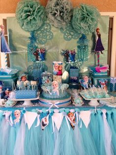 Stunning dessert table at a Disney Frozen Birthday Party! See more party ideas… Frozen Disney, Disney Frozen Birthday, Anna Frozen, Frozen Themed Birthday Party, 6th Birthday Parties, Birthday Ideas, Festa Party, Princess Party, Disney Princess