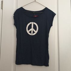 Comfy Peace T-shirt! NWT This soft Nobel Peace Center shirt is super comfortable. If you purchase this shirt it means you supportive Fair Wear Foundation or fair working conditions! This has never been worn before. Nobel Peace Center Tops Tees - Short Sleeve