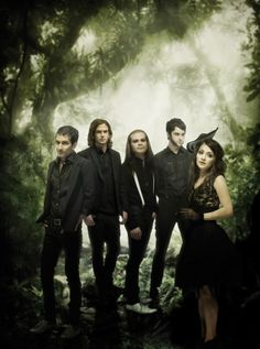 See Flyleaf LIVE .. that would be amazing !!