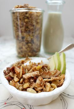 Grain-Free Paleo Coconut Cardamom Granola is a fantastic way to start your day. An egg-free, paleo, gluten-free breakfast and snack alternative to cereal. Gluten Free Cakes, Gluten Free Recipes, Keto Recipes, Healthy Recipes, Paleo, Grain Free Granola, Gluten Free Breakfasts, Egg Free, Grains