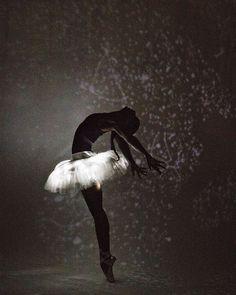 Dance Photography Poses, Dance Poses, Ballet Art, Ballet Dancers, Shall We Dance, Just Dance, Fd Photo Studio, Dance Photo Shoot, Ballet Beautiful