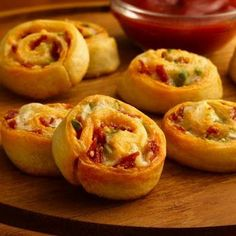 Bacon Cheddar Pinwheels.....might try these....they look pretty good!