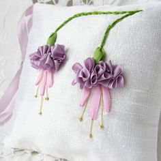 Wonderful Ribbon Embroidery Flowers by Hand Ideas. Enchanting Ribbon Embroidery Flowers by Hand Ideas. Ribbon Embroidery Tutorial, Embroidery Patterns Free, Silk Ribbon Embroidery, Embroidery Kits, Embroidery Stitches, Embroidery Designs, Embroidery Supplies, Embroidery Techniques, Embroidery Tattoo
