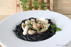 Fetuccini al nero di sepia con salsa de gambas y almejas (pasta fresca casera)
